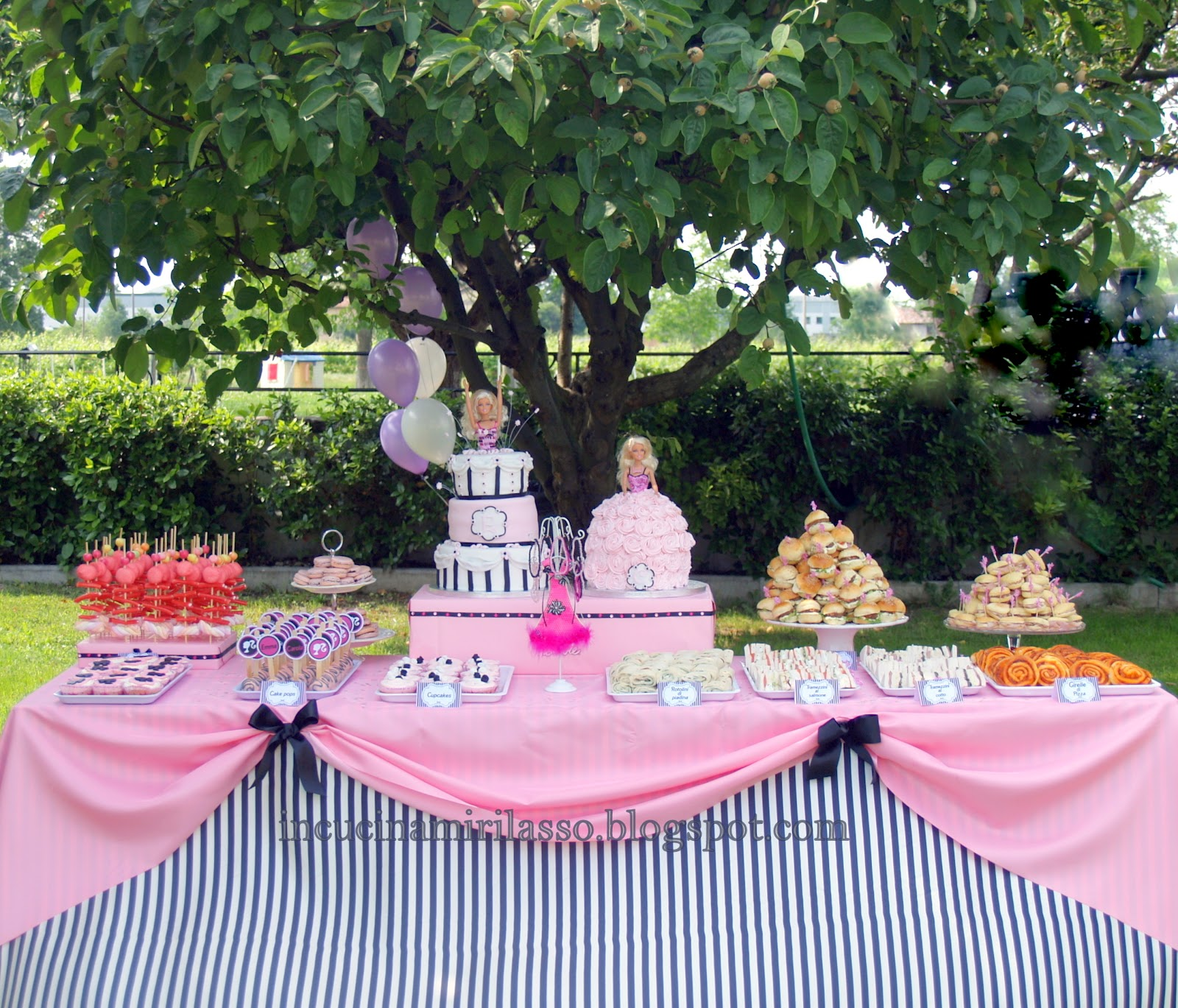 In cucina mi rilasso doppia torta e buffet di compleanno for Tavolo giardino delle parole chicco