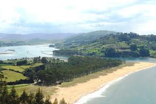 Vista de la ría de Villaviciosa desde Punta Rodiles