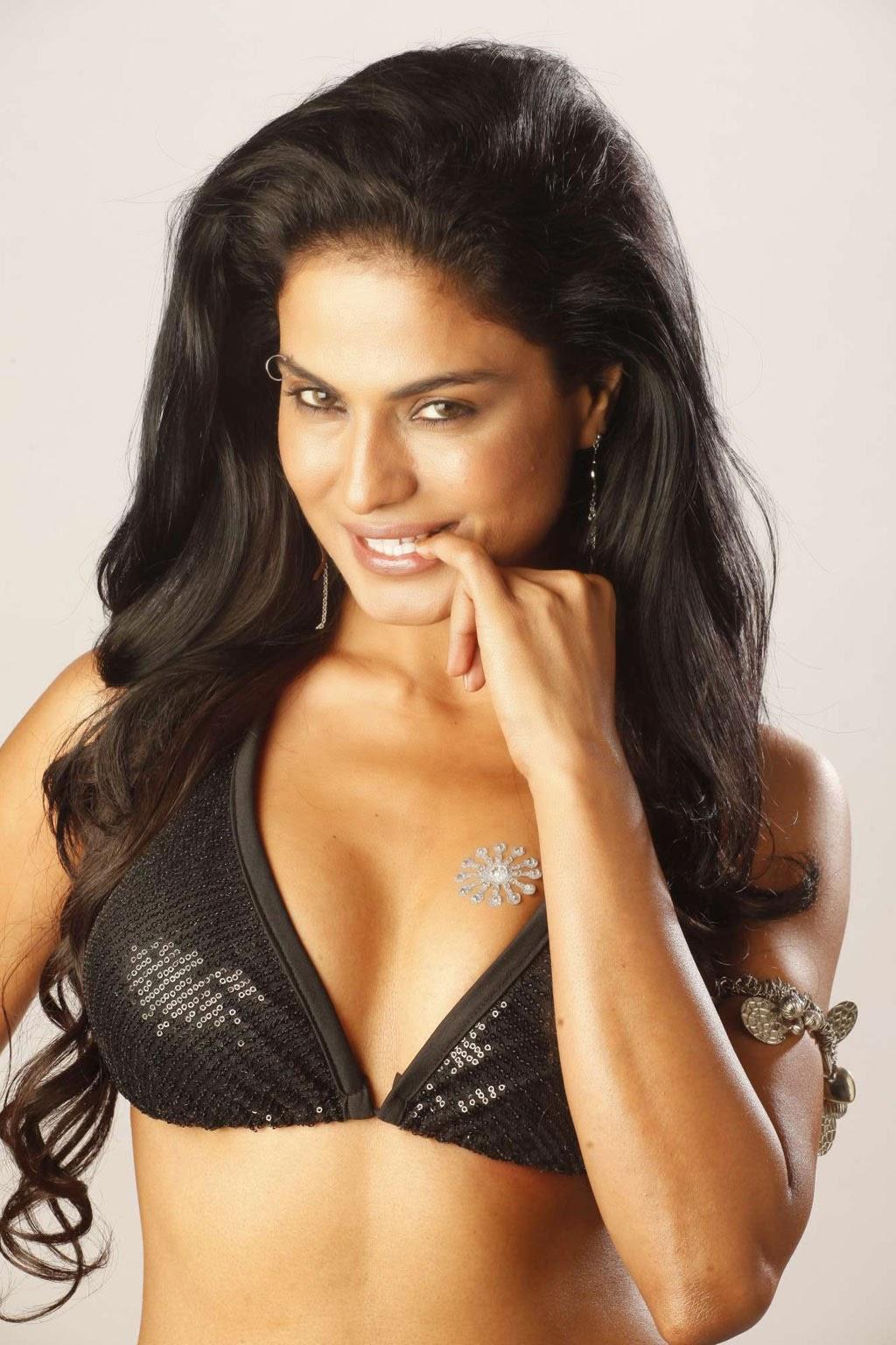 Pakistani Actress Veena Malik Sexy Boobs Collections -1174