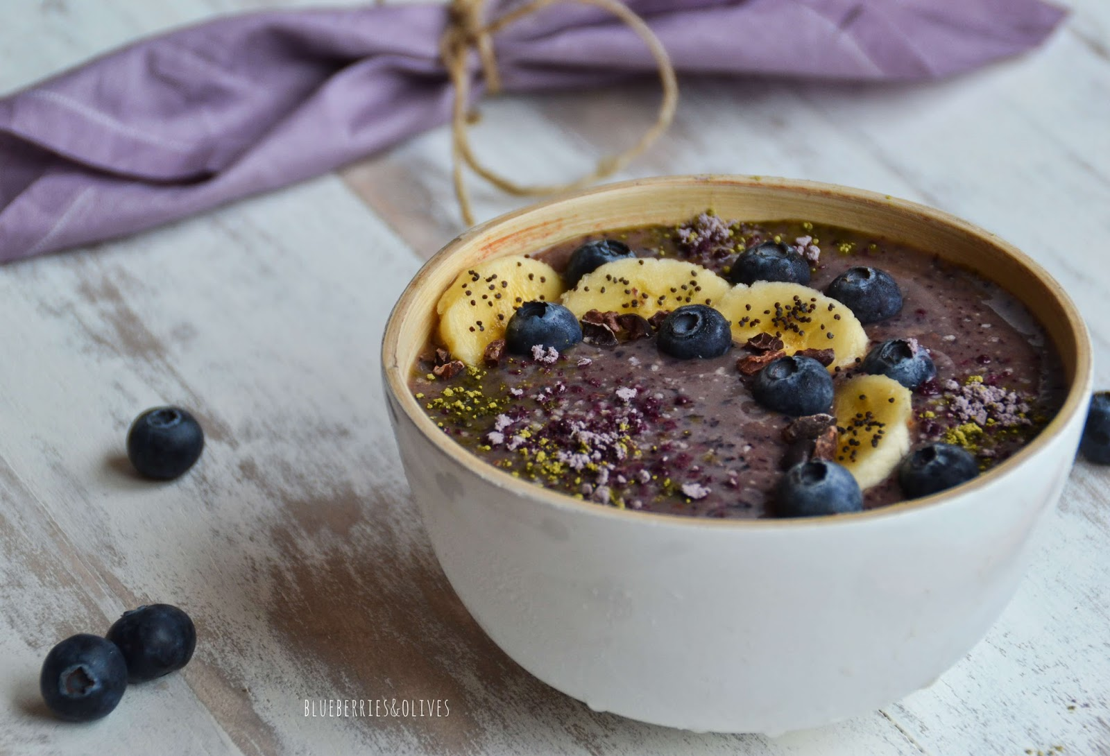 AÇAI, BLUEBERRY AND BANANA SMOOTHIE BOWL