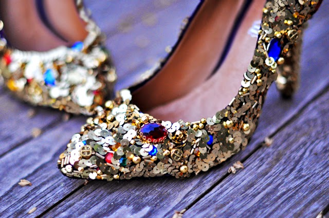 http://www.lovemaegan.com/2011/07/diy-dolce-gabbana-gold-jewel-embellished-shoes.html