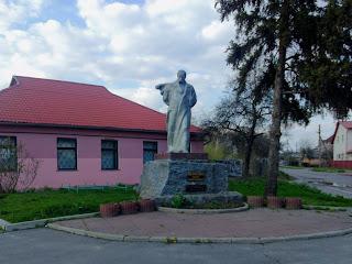 Миргород. Пам'ятник Т. Г. Шевченку