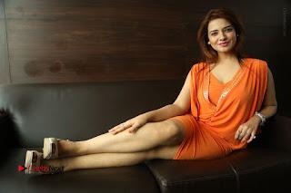 Actress Saloni Aswani Pos in Short Dress at Meelo Evaru Koteeswarudu Movie Interview  0303.JPG