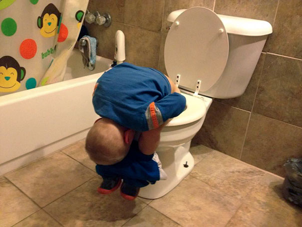 15+ Hilarious Pics That Prove Kids Can Sleep Anywhere - Napping While...
