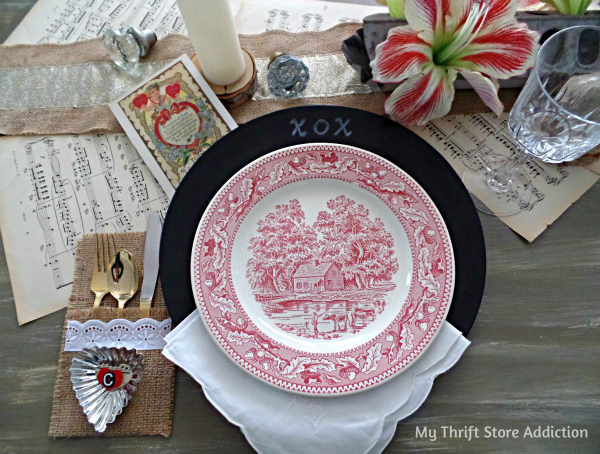 Last Minute Valentine Projects to Show Love Around the Table! mythriftstoreaddiction.blogspot.com Write a message to your Valentine at the dinner table with chalkboard charger plates