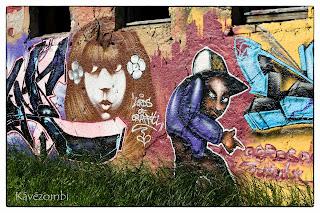 női fej és sapkás alak graffiti Szegeden a körtöltésen