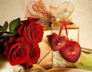 Rosas Rojas y caja dorada con corazones