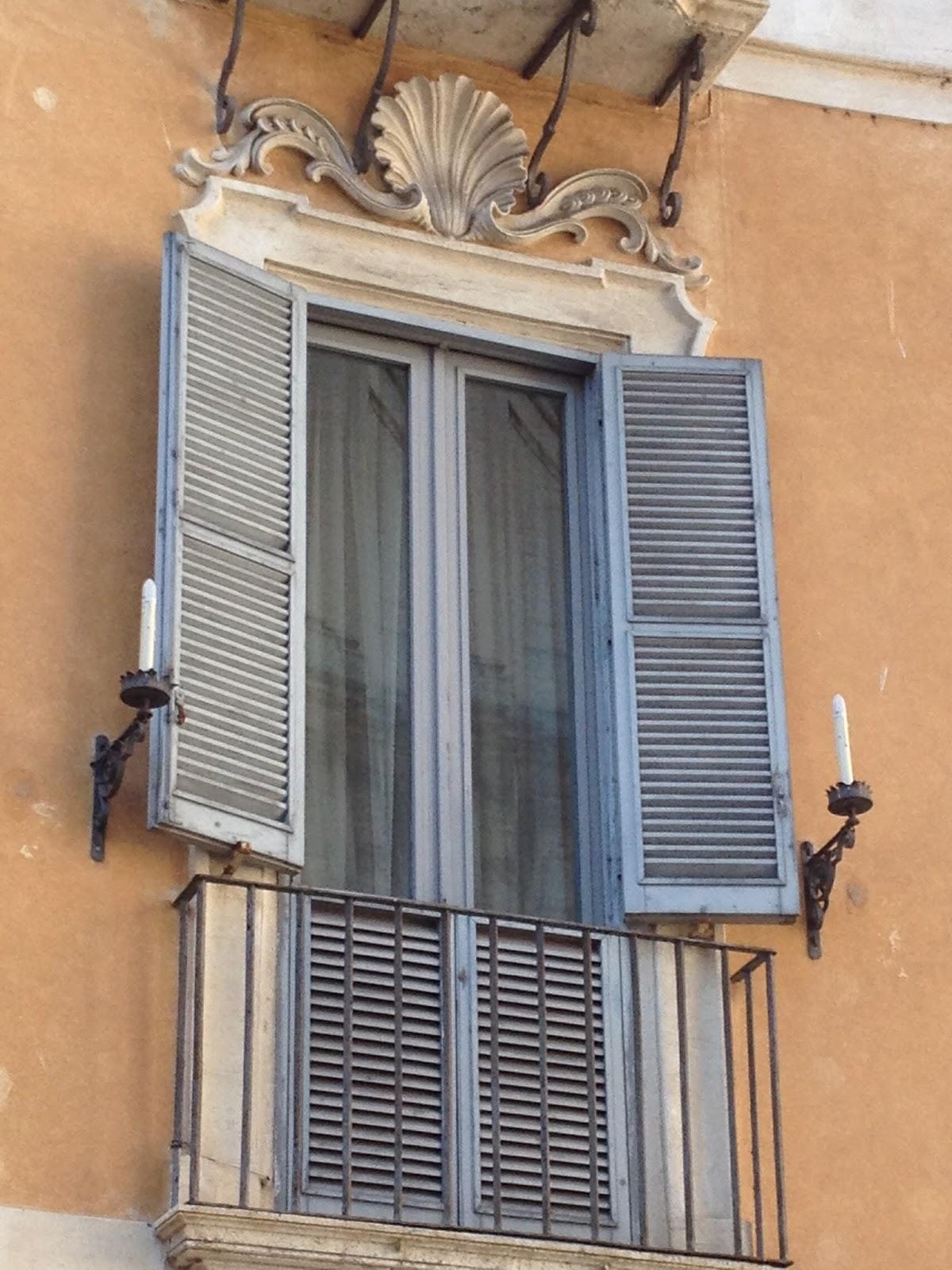 In bici per roma le pi belle finestre di roma - Le finestre roma ...