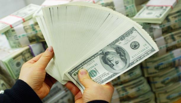 هذا هو سعر الدولار والريال السعودي بعد أيام من قرار تغيير محافظ البنك المركزي اليمني