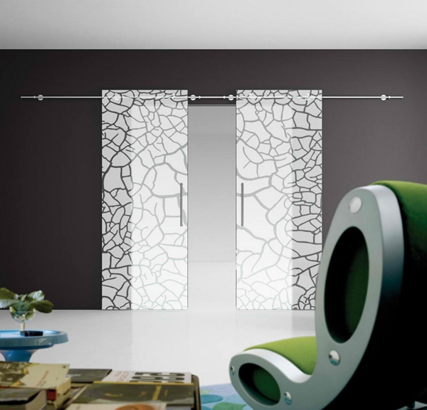 Pintu geser kaca motif retak