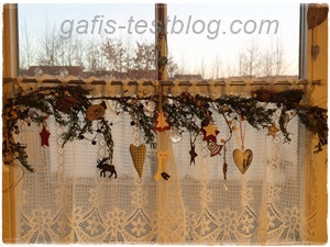 Weihnachtsdeko im Küchenfenster