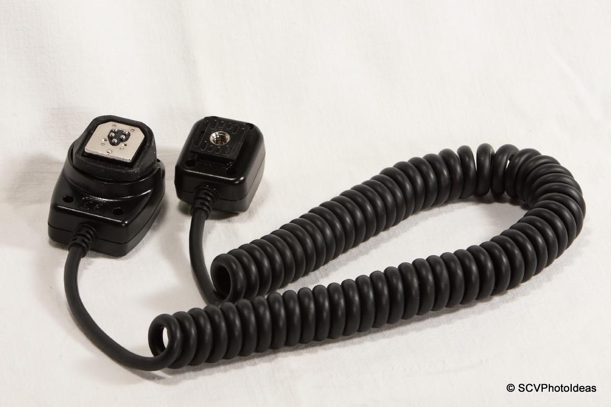 Meike OE-C3 Off-Camera Shoe Cord - connectors bottom