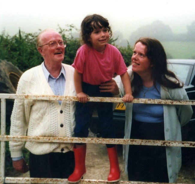 Missing my Granddad at Christmastime. Nourish ME: www.nourishmeblog.co.uk