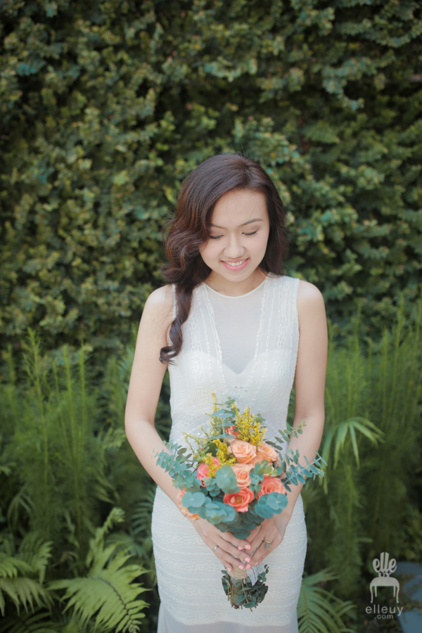 bohemian bride, boho wedding dress, eucalyptus bouquet