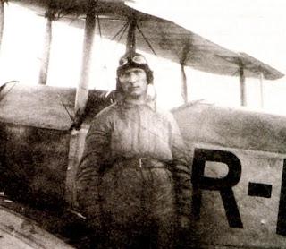Летчик самолета АИР 1