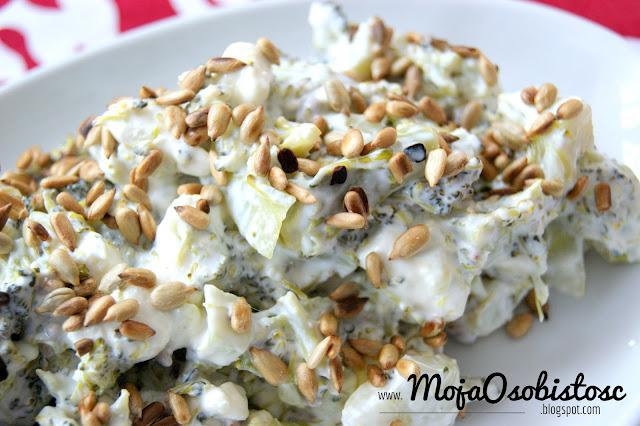 przepis na brokułową sałatkę z serem feta