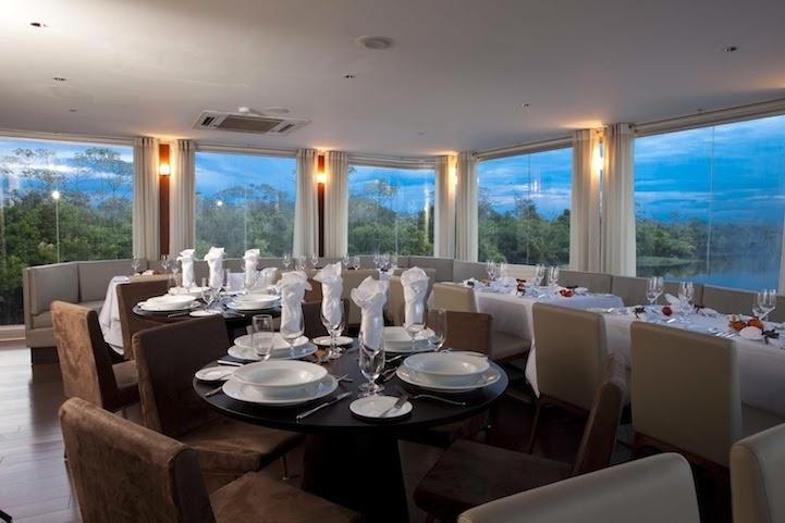 05-Restaurant-Aqua-Expeditions-Five-Star-Hotel-Aria-Amazon-Floating-Architecture-www-designstack-co