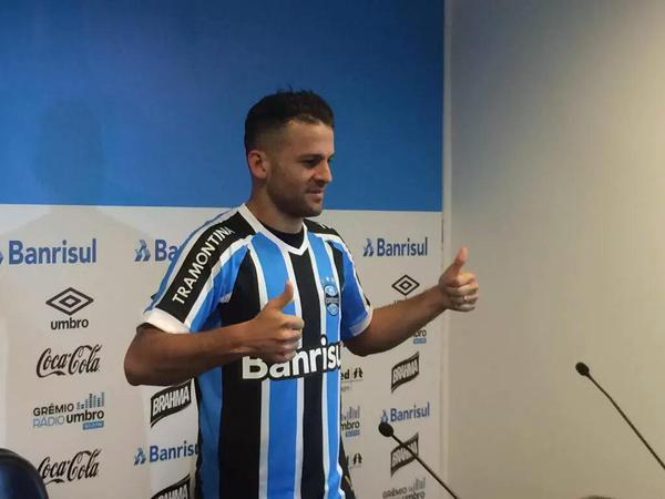 c691ca0ba6 O atacante Bobô de 30 anos foi apresentado oficialmente pelo Grêmio na  tarde desta segunda feira. O jogador chega vindo do futebol Turco e no dia  de hoje ...