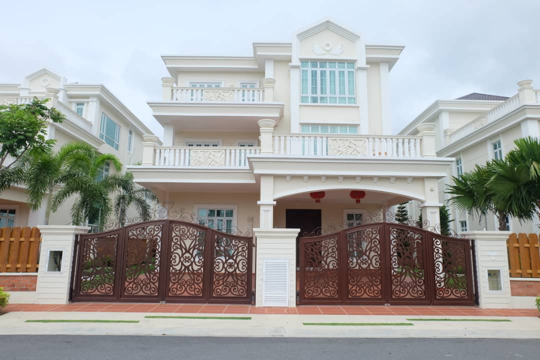 LUXURY 3 STOREY BUNGALOW at STRAITS COURTYARD, MELAKA