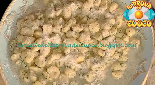 Gnocchi di patate burro e alici ricetta Moroni da Prova del Cuoco