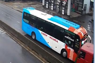 Clip Xe CHÍN NGHĨA chạy ngược chiều đấu đầu xe tải tại Quảng Ngãi