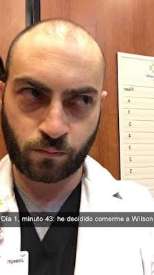 doctor queda atrapado en el elevador del hospital