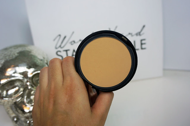 the Bareminerals BAREPRO performance powder foundation in the shade golden