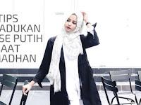 Tips Memadukan Blouse Putih Saat Ramadhan