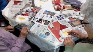 Usuàries d'Aviparc fent la postal de Nadal