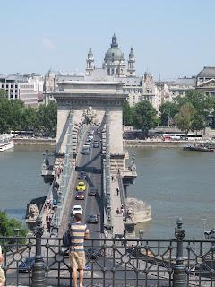 Memandang Budapest Dari Tepi Sungai Danube