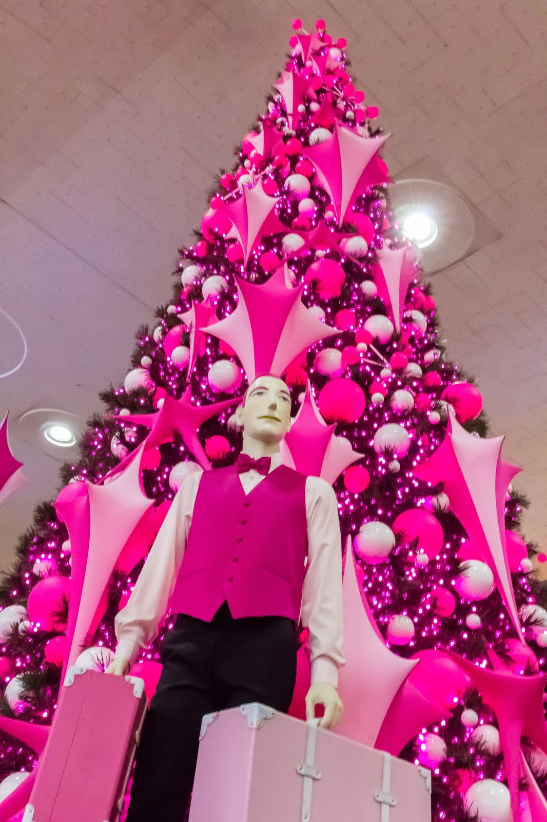 Christmas mannequin at Central Station in Montréal, Canada