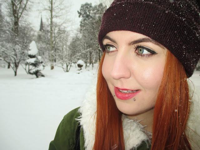 zaful, recenzija, jakna, zima, snijeg, topla odjeća, zimska jakna, crvena kosa, narančasta kosa, ginger girl, blogeri, balkan, moda, stil, plave oči, zelene oči, osmijeh, pirs, snakebites piercing