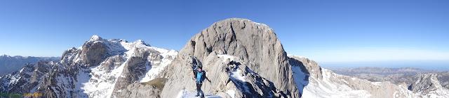 Ruta a la Rasa y Junciana desde el Jito de Escarandi en Picos de Europa