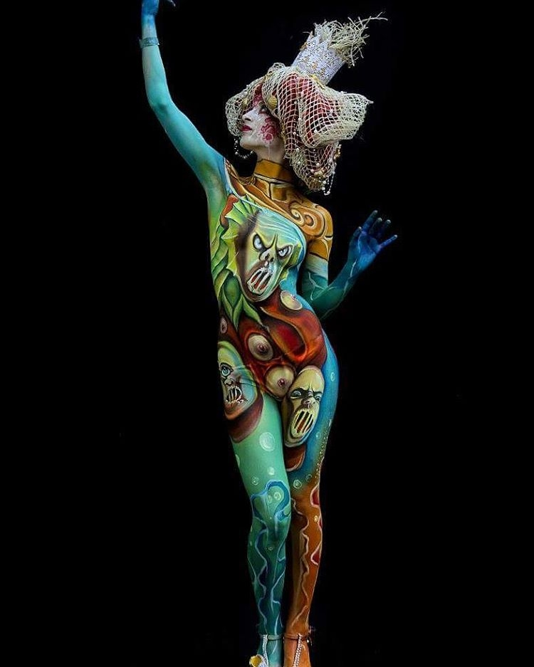 08-Ermanna-Seccacini-Roberto-Fasoli-Lucia-Postacchini-Paintings-on-a-Human-Canvas-with-Body-Painting-www-designstack-co