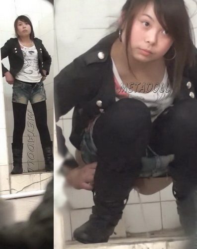 Teen Girl Toilet Cam