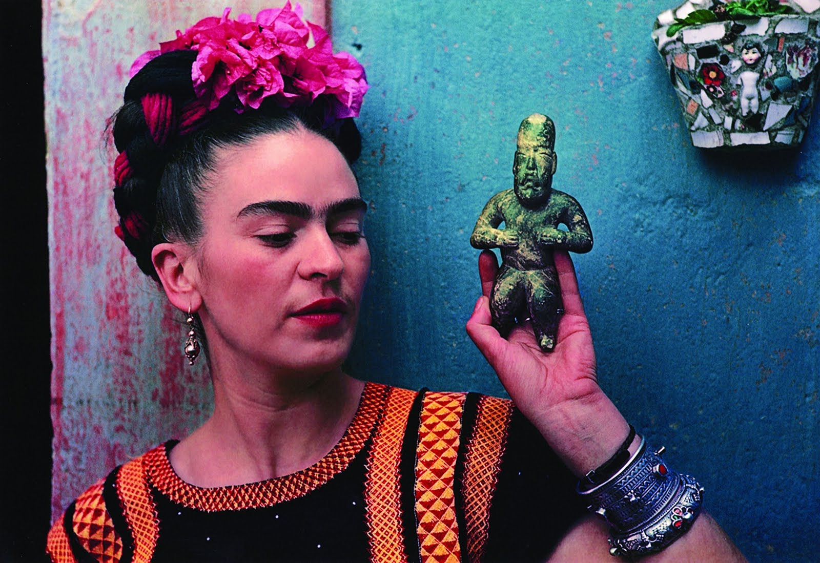 he oincidental andy frida kahlo the life of a mexican. Black Bedroom Furniture Sets. Home Design Ideas