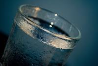 consumir agua para la retencion de liquido