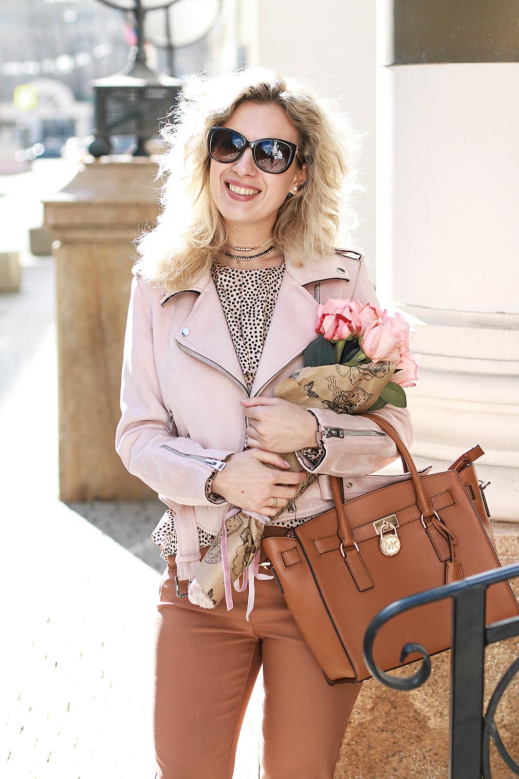 Margarita_Maslova_Ritalifestyle_Fashion_blogger_Moscow_MK_bag_portal_shoes_Zara_pink_jacket_