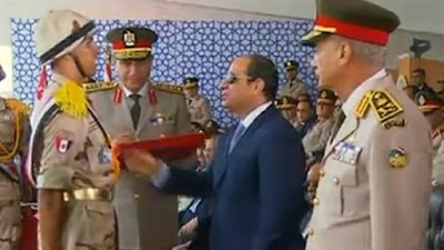 """تكريم أسرة الشهيد """"عطية محمدين"""".. تفاصيل تخرج الدفعة 156 من معهد ضباط الصف"""