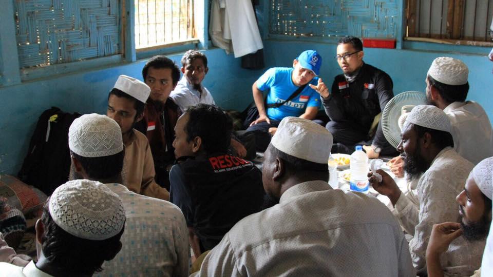 Pengungsi Rohingya Terus Bertambah, Tiba saat Malam Diguyur Hujan