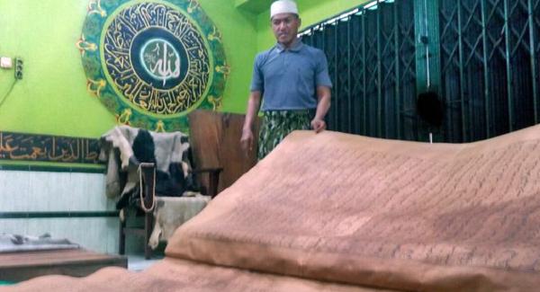 Al Quran Kuno Raksasa