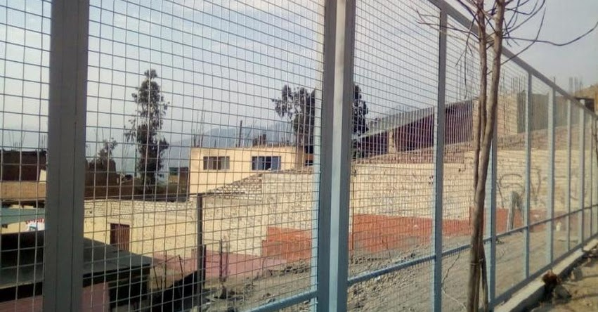 PRONIED: Culminaron trabajos de colocación de cerco provisional para la IE N° 213 Yvonne Stauffer de Moya en Huaycán - Ate - www.pronied.gob.pe