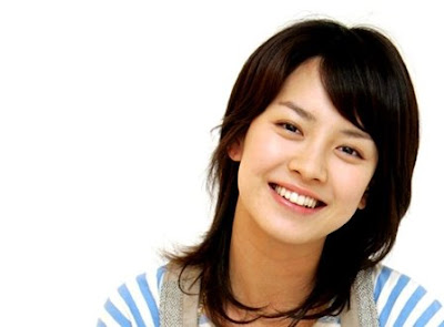 Gaya Rambut Poni Song Ji Hyo