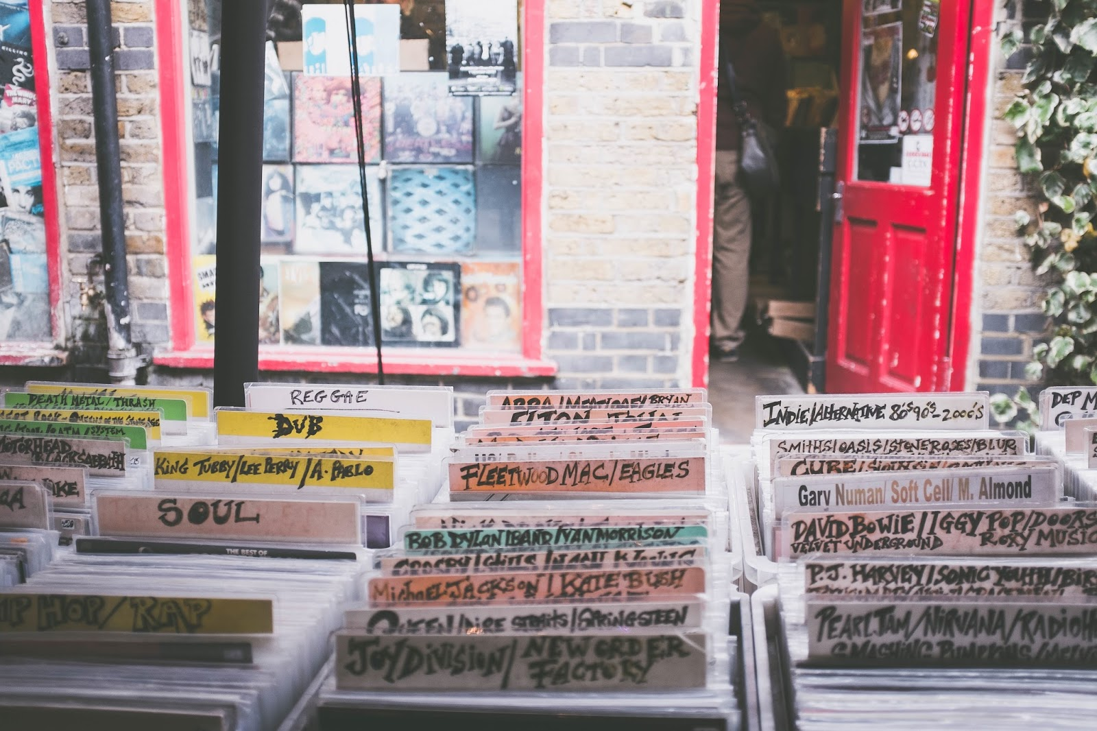 Blasphemy! Why CDs And Vinyl Records Are Better Than Digital Files