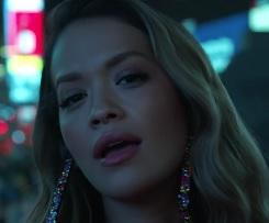 Rita Ora lança clipe de Anywhere