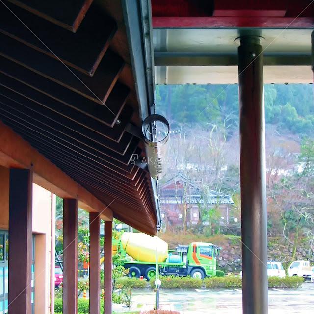 出石町役場のステンレス鋼管を利用した軒樋
