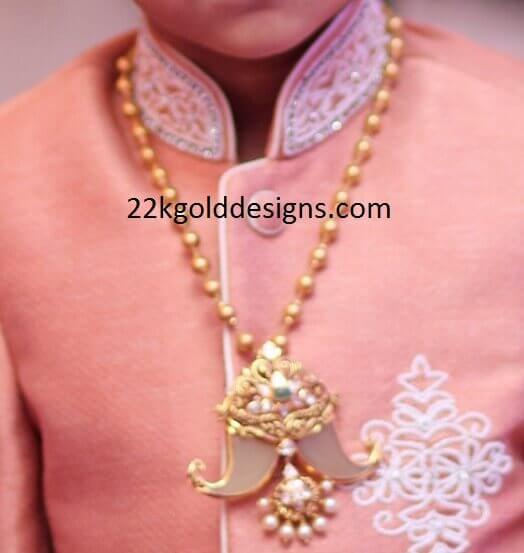 Puligoru Pendant with Gold Balls Chain