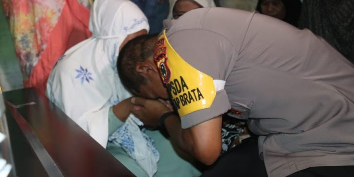 Kapolda Sulsel Melayat Korban Penembakan KKB Papua