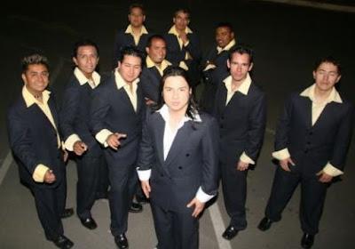 Foto de Marco Antonio y su Orquesta parados