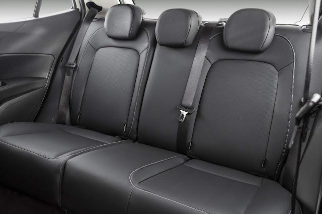 Fiat Argo 1.8 Precision Automático - espaço traseiro